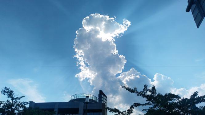 映画を見終え、郡山の空を撮ってみた。細田監督の作品を観ると、無性に入道雲に惹かれる。