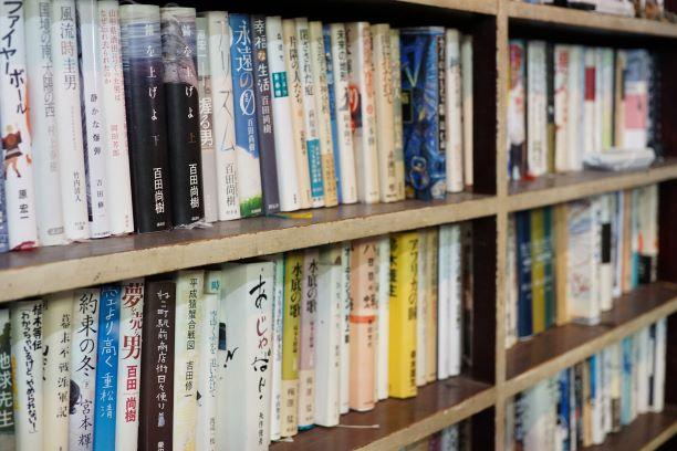 店内の本は私物。