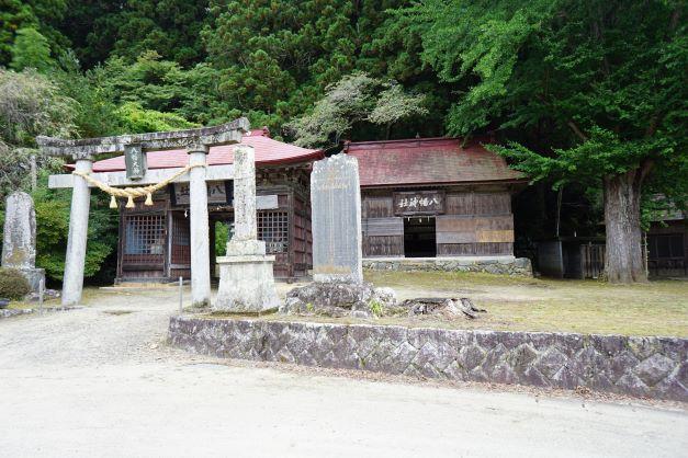 """村が合併する際に、町の名の由来になった""""古殿""""八幡神社。"""