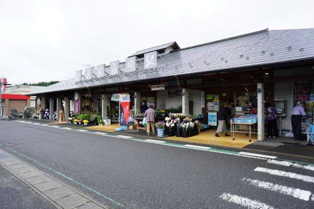 古殿町の道の駅。新鮮な農産物や加工品も販売されている。