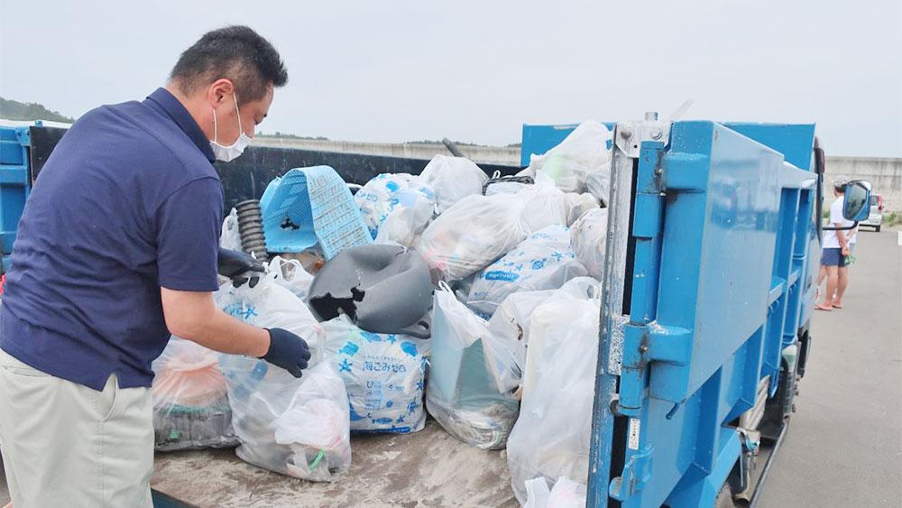南相馬市烏崎海浜公園 海岸沿いで総勢200人参加!トラック荷台いっぱいのごみ ふくしま海ごみ削減プロジェクト