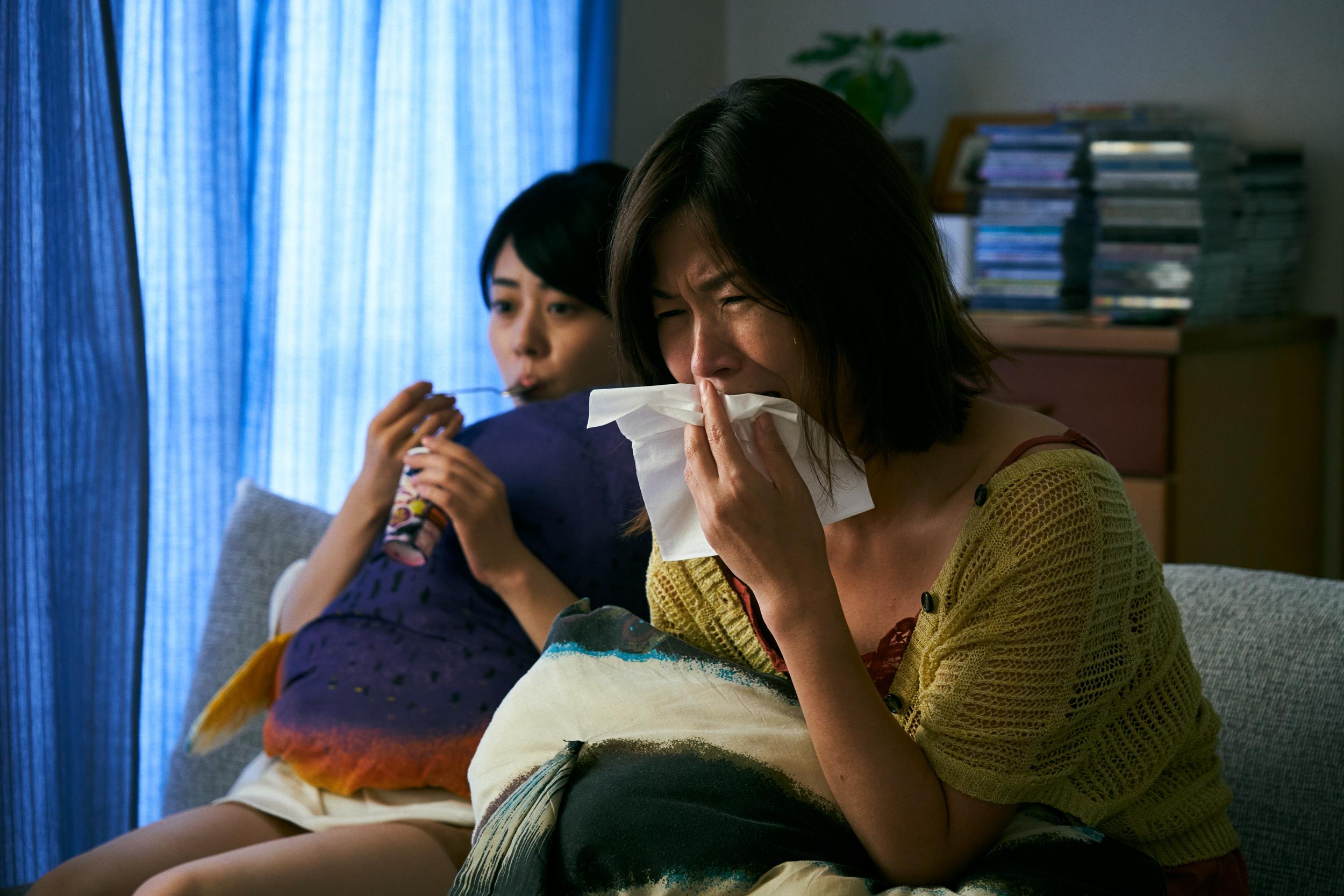 フラれるたびに映画を観て号泣。©2021映画「浜の朝日の嘘つきどもと」製作委員会
