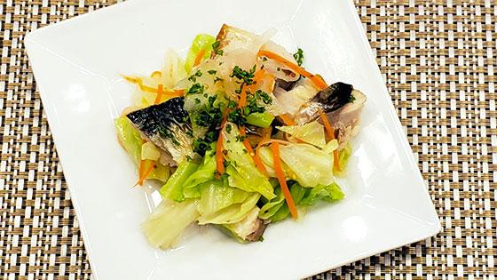 蒸し野菜と焼きサバのホットサラダ