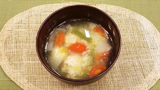 鶏団子とトマトの味噌汁