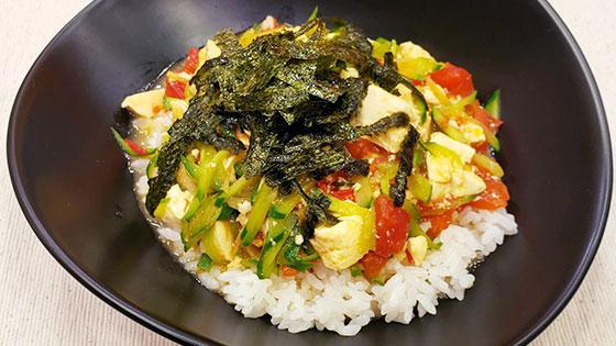 トマト炒り豆腐丼